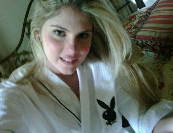Bárbara posta no Twitter foto sua com roupão da
