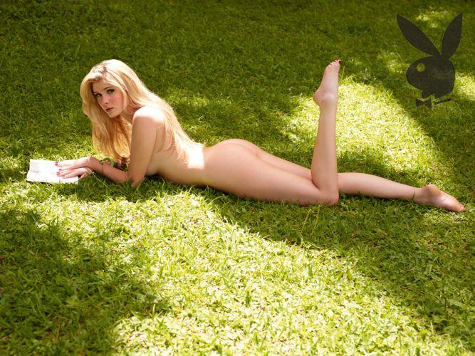 Bárbara Evans faz seu primeiro ensaio nu para a