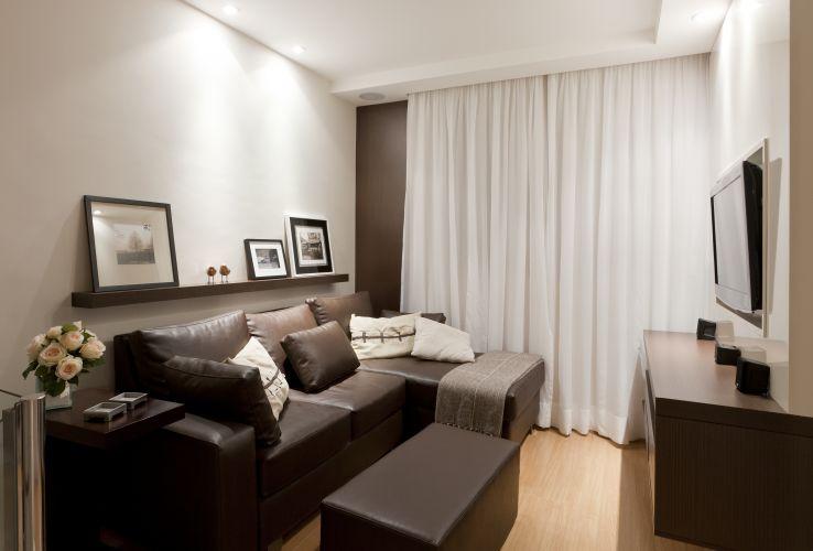 Sala De Estar Deve Ter Tv ~ Mesas, estantes e outros móveis de apoio