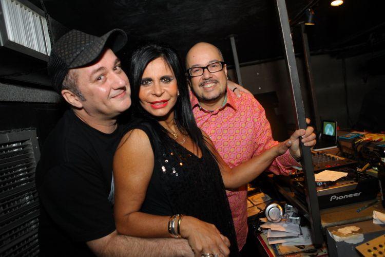 A musa do rebolado faz pocket show no Rio ao lado dos DJs Dudu Candelot e LC Ambient (27/7/2011)