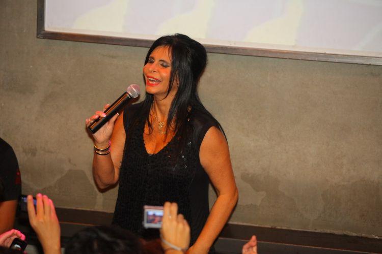 Em 30 minutos de show, Gretchen dançou e cantou sucessos como