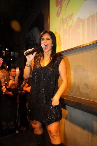 Para homenagear Amy Winehouse, Gretchen usa cabelo e maquiagem que remetem à cantora inglesa em show no Rio (27/7/2011)