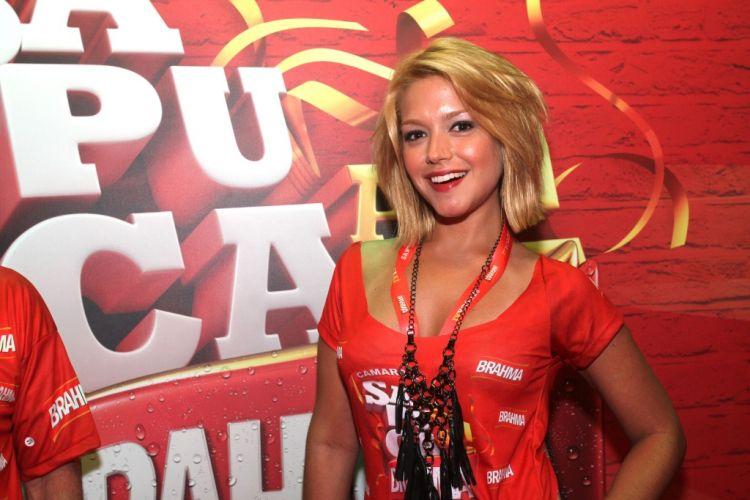 A triz Thaís Fersoza é fotografada na Marquês de Sapucaí, no Rio de Janeiro, no Carnaval de 2012