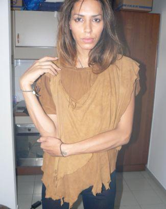 O diretor-criativo da grife Givenchy, Riccardo Tisci, lançou em junho de 2010 a campanha de inverno 2010/2011 com a transexual brasileira que usa o nome artístico Lea T. Seu nome verdadeiro é Leandro Cerezo, filho do ex-jogador de futebol Toninho Cerezo.