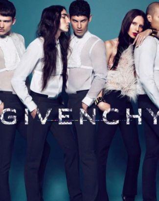 A modelo transexual Lea T. desfilou a coleção de alta-costura da Givenchy e posou para a