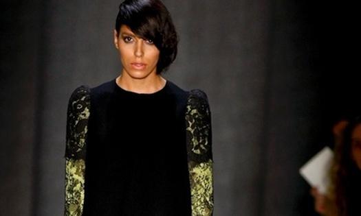 A transexual brasileira Lea T. fechou a programação do segundo dia do São Paulo Fashion Week (29/1/11), no desfile de Alexandre Herchcovitch; devido à presença da modelo, a apresentação foi uma das mais concorridas do evento.