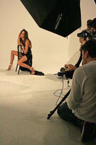 A transexual brasileira posa para fotos em ensaio feito para a revista