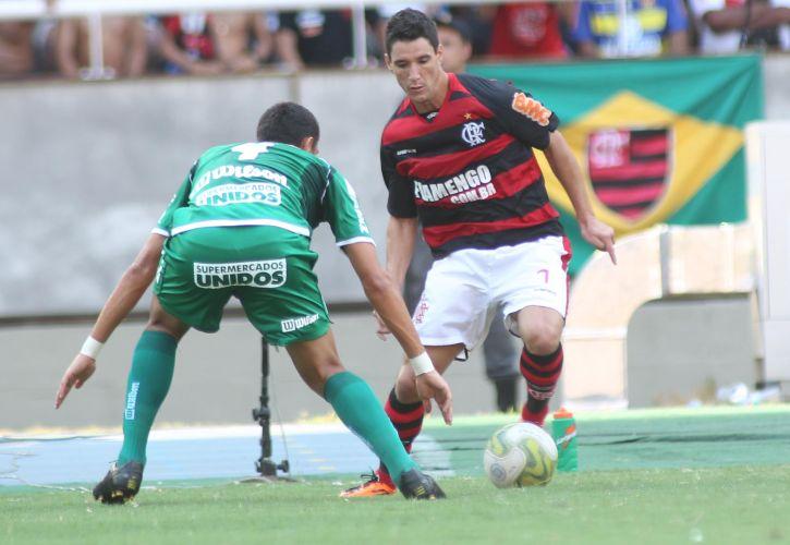 Thiago Neves tenta um drible na final da Taça Guanabara, contra o Boavista