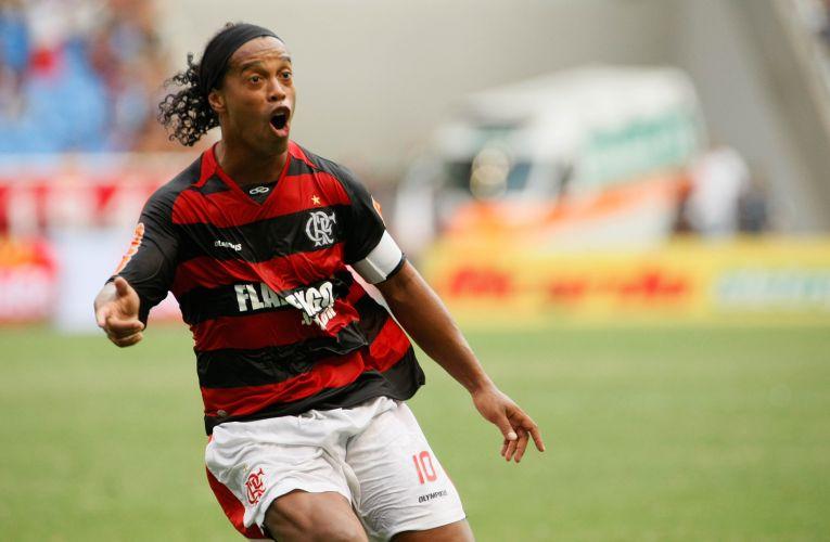 Ronaldinho Gaúcho comemora gol de falta na final da Taça Guanabara, contra o Boavista, no Engenhão. Com o 1 a 0, o Flamengo conquistou sua 19ª Taça Guanabara.