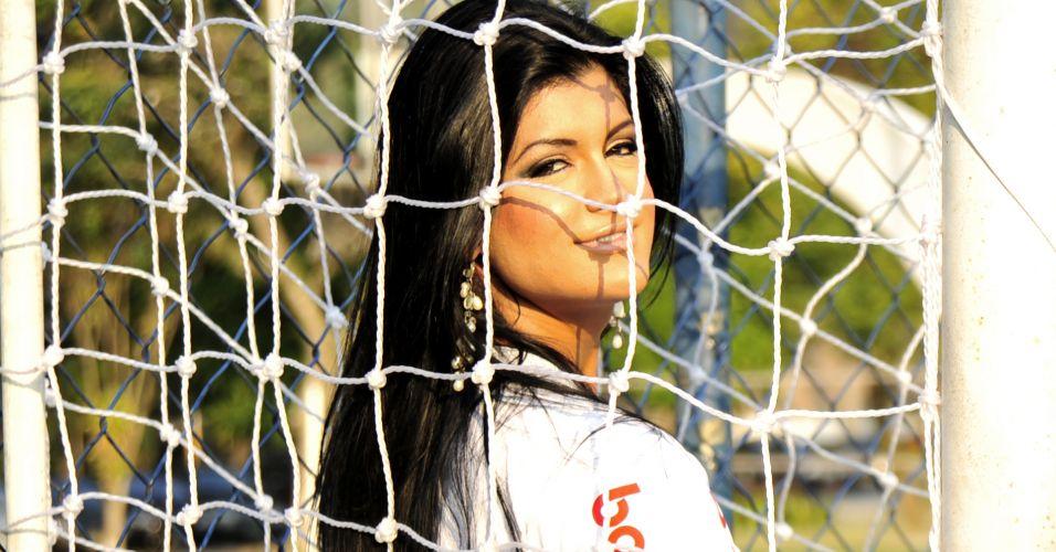 Camila Vernaglia é a bela torcedora que representa o Corinthians no concurso Musa do Brasileirão 2011