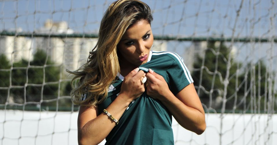 Palmeirense Tassiana Dunamis mostra seu amor pelo clube.