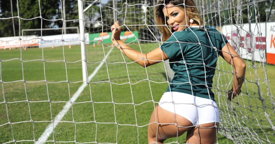 Esta é a bela Tassiana Dunamis, representante do time do Palmeiras no concurso Musa do Brasileirão 2011