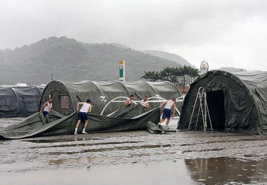 http://f.i.bol.com.br/imagensdodia/fotos/20081201_f_013.jpg