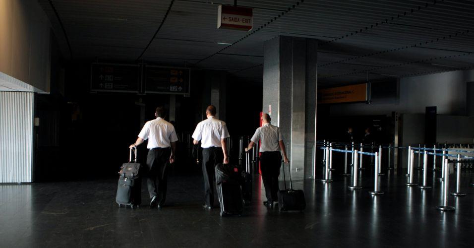Terça-feira (24/1) - Falta de luz atinge o Aeroporto Internacional Tom Jobim (Galeão), no Rio de Janeiro. A falha ocorreu por conta do problema em subestação de Furnas. Mais de 800 mil pessoas foram prejudicadas durante a manhã pelo apagão em diversos bairros da cidade.