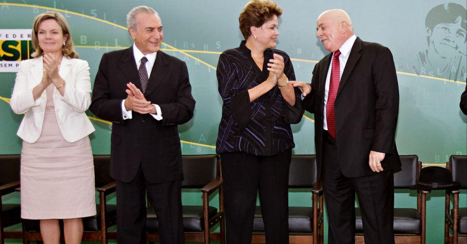Terça-feira (24/1) - A presidente Dilma Rousseff acompanhada do ex-presidente Lula, da ministra chefe da Casa Civil, Gleisi Hoffmann, e do vice-presidente, Michel Temer, participa da cerimônia de posse dos novos ministros da Educação e da Ciência, Tecnologia e Inovação, no Palácio do Planalto, em Brasília.