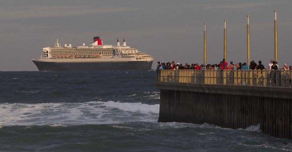 Segunda-feira (30/1) - O navio 'Queen Mary 2' deixa Durban, na África do Sul, após parada de 12 horas no local, e segue sua viagem mundial. O navio carrega mais de 3 mil passageiros e 1.500 funcionários a bordo. A embarcação segue para Maurício, e depois Austrália