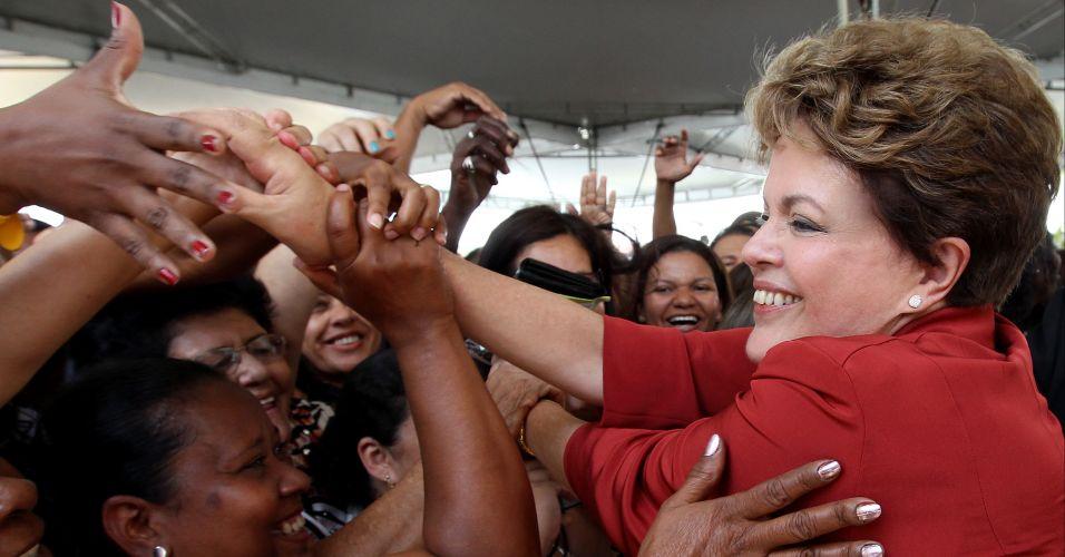 Segunda-feira (30/1) - A presidente Dilma Rousseff participa de cerimônia que marca o início das obras de urbanização integrada da bacia do rio Camaçari, em Salvador (Bahia). Em discurso, Dilma elogiou o ministério de Mário Negromonte