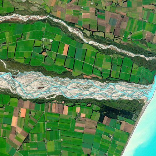 Quarta-feira (1/2) - Esta foto que mostra o rio Rakaia, na Nova Zelândia, como uma fita azul e branca em março de 2011 foi a vencedora do concurso on-line para escolher a melhor imagem de satélite do ano da empresa americana DigitalGlobe.