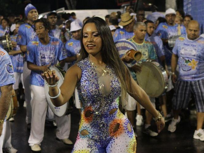Terça-feira (14/2) - Raíssa de Oliveira, rainha de bateria da Beija-Flor de Nilópolis, participa de ensaio da escola no sambódromo do Rio no domingo (12/2/12).