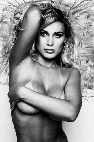 Sexta-feira (17/2) - Nova bailarina do cantor Latino, Andressa Urach fechou contrato para ser capa da 'Sexy' e deve estampar a revista em abril. Será o primeiro ensaio da dançarina para uma revista masculina.
