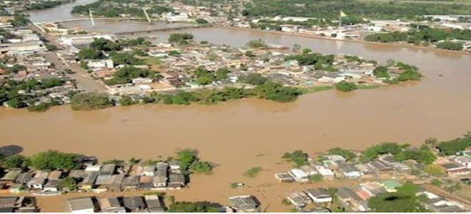 Segunda-feira (20/2) - A chuva no Acre afeta mais de 30 mil pessoas e deixa mais de 6.000 desabrigadas. O nível do rio Acre está 6 metros acima do normal e chegou a 17,26 metros. A tendência é que a água continue a subir, segundo informações da Defesa Civil do Estado