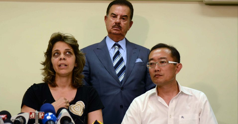 Quinta-feira (1/3) - Silmara Yukary e Armando Nichimura, pais da garota Gabriella Yukary Nichimura, que morreu após cair de um brinquedo no Hopi Hari, em Vinhedo (SP), na última sexta-feira (24), concedem entrevista coletiva, acompanhados do advogado, nesta quinta-feira (1º), na zona sul de São Paulo. A família vai pedir R$ 2 milhões de indenização ao Hopi Hari e R$1 milhão de indenização à prefeitura de Vinhedo.