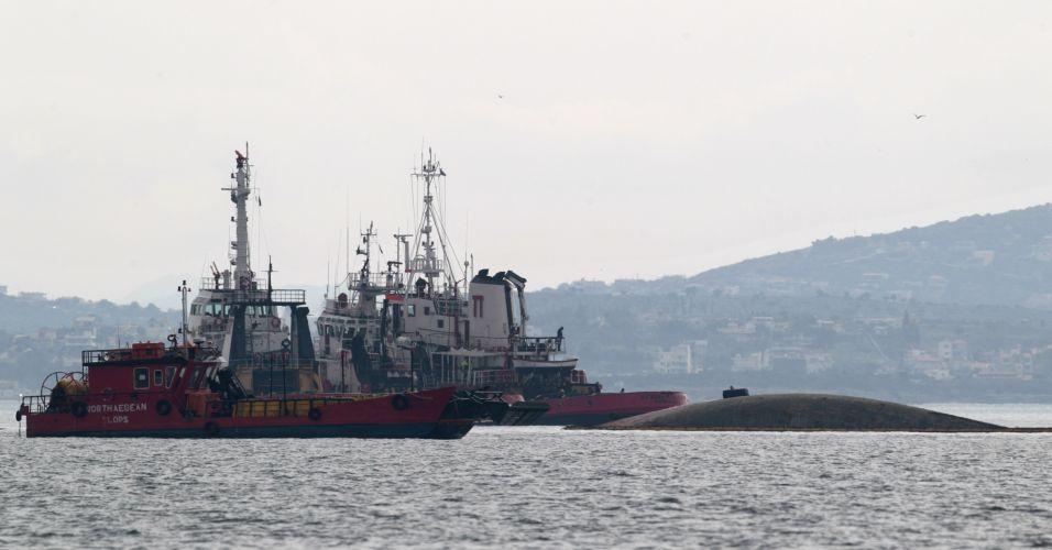 Navio grego afunda