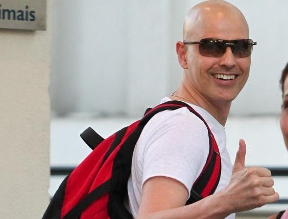 Sexta-feira (9/3) - O ator Reynaldo Gianecchini foi flagrado chegando para o ensaio da peça 'Cruel'. Desde agosto de 2011, Gianecchini está afastado dos palcos e da televisão depois de começar um tratamento contra o câncer.