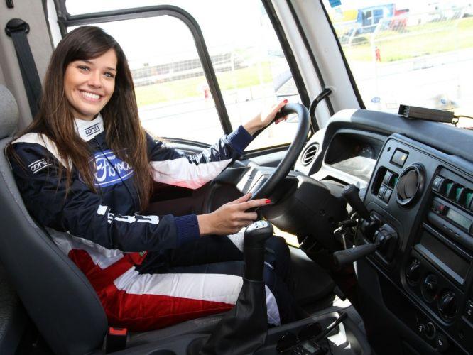 Segunda-feira (12/3) - Seguindo os passos de Débora Rodrigues, a ex-BBB Talula foi contratada para guiar o pace car da Fórmula Truck.
