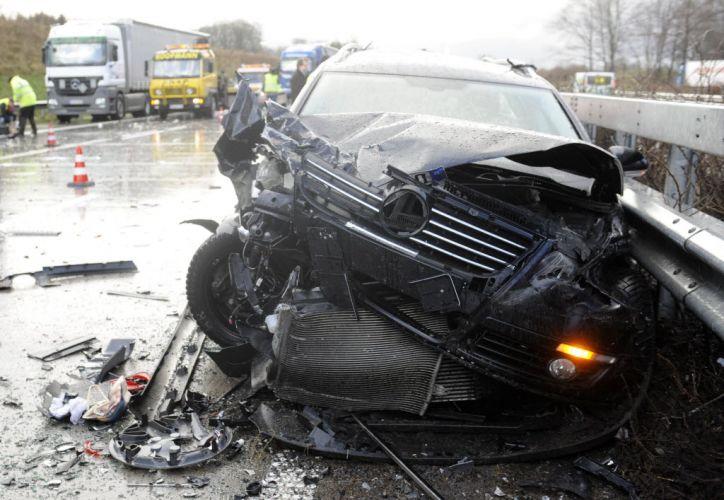 Sexta-feira (20/12) - Carro danificado é fotografado em rodovia perto da localidade de Cloppenburg, na Alemanha, onde um acidente envolvendo mais de 40 veículos deixou ao menos um morto e vários feridos. As causas do acidente ainda não foram esclarecidas.