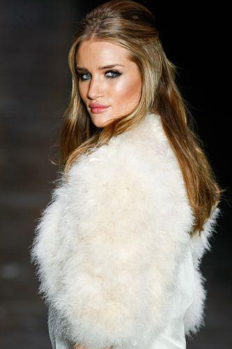 Sexta-feira (20/12) - A modelo britânica Rosie Huntington-Whiteley abriu e fechou o desfile da Animale para o Inverno 2012 no primeiro dia de São Paulo Fashion Week. Ela foi eleita a mulher mais sexy de 2011 pelos leitores das revistas inglesas 'FHM' e 'Maxim'.