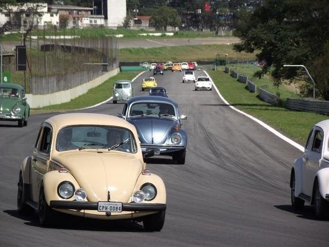 Sexta-feira (20/12) - O design, o nome e o barulho do motor são inconfundíveis. O fusca é um dos carros mais queridos do Brasil e, possivelmente, o mais conhecido. Ele possui tantos fãs que tem até uma data especial: em 20 de Janeiro, o país comemora o Dia Nacional do Fusca.