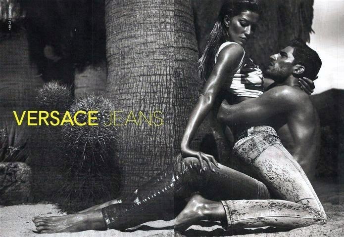 Sexta-feira (27/1) - A top Gisele Bündchen estrelou uma campanha sensual ao lado do modelo Ryan Barrett para Versace Jeans. As fotos são da dupla Mert Alas e Marcus Piggott.
