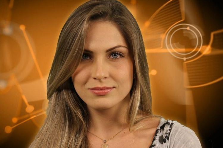 Renata tem 21 anos e é estudante de psicologia. A gata é do Estado de Minas Gerais.