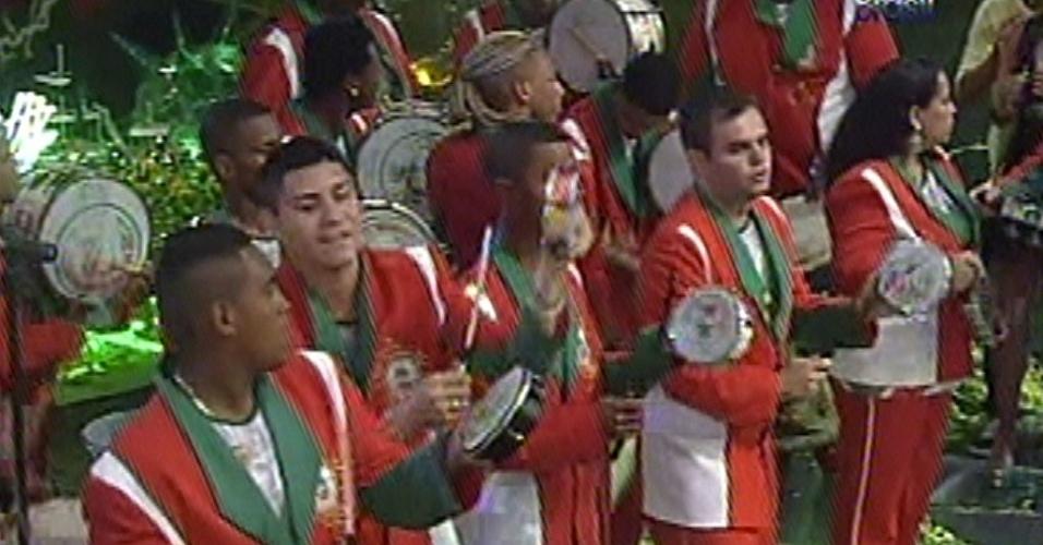 Festa de sábado (14) também contou com a presença da escola de samba Grande Rio