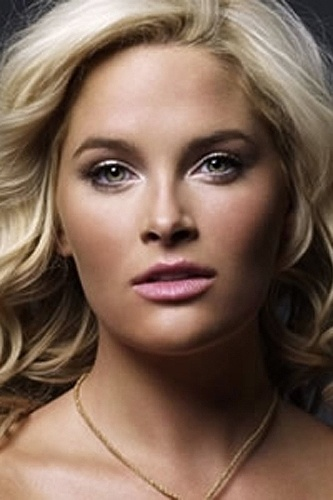 """O site """"AskMen.com"""" elegeu as 10 modelos """"plus size"""" mais belas do mundo. A norte-americana Whitney Thompson, que ficou conhecida ao participar da 10ª edição do reality """"America?s Next Top Model"""", ficou com a primeira posição"""