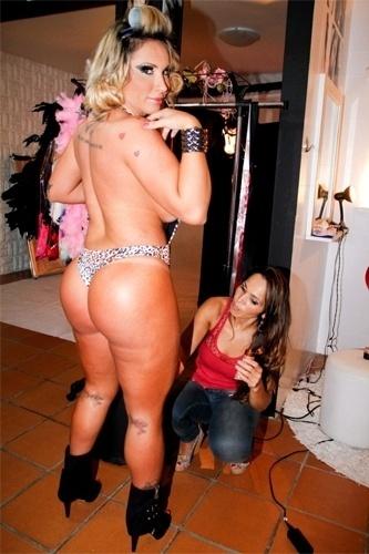 """Sabrina Boing Boing posa com maiô revelador em ensaio sensual para a revista """"Lovers"""", em São Paulo (13/3/12)"""