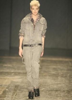 A supermodel britânica Agyness Deyn, um dos rostos mais conhecidos do mundo da moda, admitiu ter mentido sobre sua idade (28/2/12)