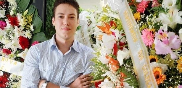 Foi vendendo coroas fúnebres que o jovem empresário Eduardo Gouveia, de 25 anos, conseguiu alcançar seu primeiro milhão (8/3/12)