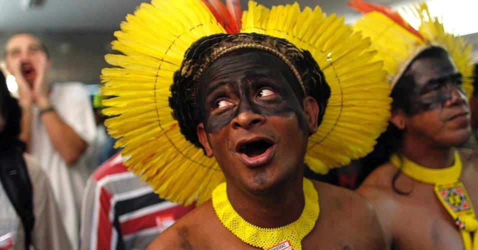 Índios protestaram nas dependências da Câmara dos Deputados, em Brasília, nesta quarta-feira (21), contra a aprovação da PEC (Proposta de Emenda à Constituição) sobre a demarcação de terras indígenas