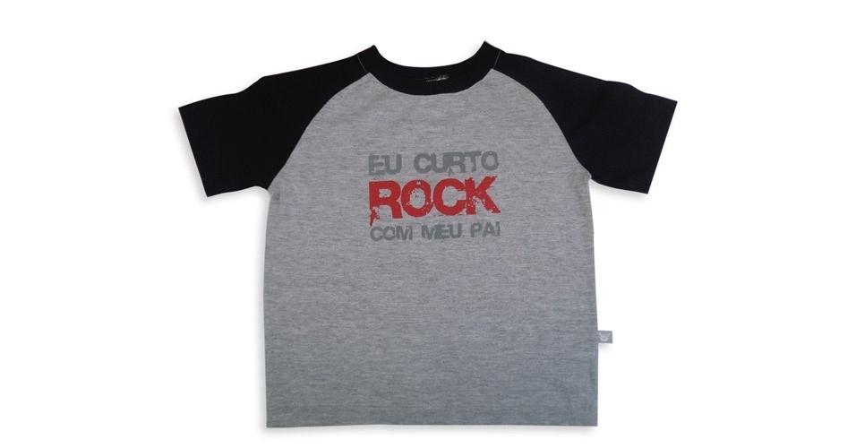 """Camiseta unissex, de manga curta e com a estampa """"Eu curto rock com meu pai"""". Tamanhos de 0 a 3 anos. Preço: R$ 45, na Baby Rock (www.babyrock.com.br). Preço consultado em março de 2012"""