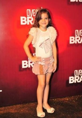 """A atriz Mel Maia é fotografada durante o lançamento da novela """"Avenida Brasil"""", realizada na quadra da Acadêmicos da Rocinha, no Rio de Janeiro (15/3/12)"""