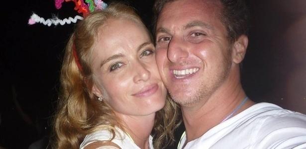 Angélica e Huck curtem o Réveillon em Angra dos Reis, Rio (1/1/11).
