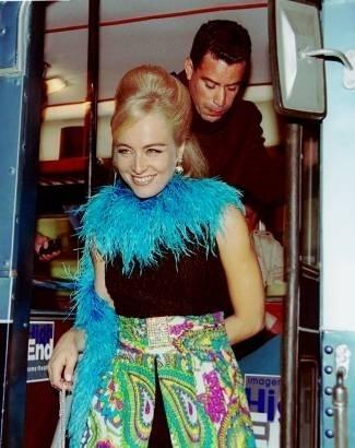 Angélica e Luis Calainho, seu namorado na época, vão à festa de aniversártio do empresário Alexandre Accioly, no Rio de Janeiro (jul.2002).