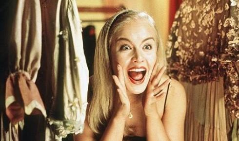 Angélica usa os cabelos lisos no filme 'Zoando na TV' (ja.1999).