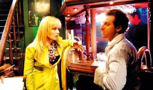 Angélica, usando franja e cabelos bem lisos, grava com Luciano Huck o filme 'Um Show de Verão'. Os rumores de romance entre os dois apresentadores começaram nessa época (out.2003).