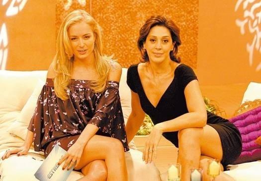 Exibindo longos cabelos lisos, ao lado de Cláudia Raia durante o programa 'Estrelas' (abr.2006).