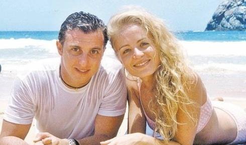 Na época em que ainda não namoravam, Angélica, com cabelos volumosos, e Luciano Huck gravam o 'Caldeirão' em Fernando de Noronha (out.2000). Será que eles imaginavam que iriam se casar e ter dois filhos?