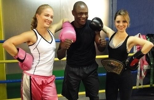 """No """"Estrelas"""", Angélica e Sandy se enfrentam em luta de boxe (21/5/11)."""