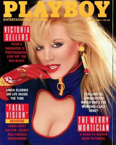 """No início da década de 80, Hugh Hefner começou a namorar com a modelo e atriz canadense Shannon Lee Tweed, hoje com 55 anos. Shannon fez sucesso em séries de TV do Canadá, quando foi convidada para posar para a """"Playboy"""", em 1986."""